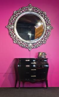Экспозиция Rodeo/AMADEUS c выставки ISIS (зеркало Round Mirror, отделка кристалы Swarovski, комод Black Shiny)