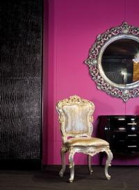 Экспозиция Rodeo/AMADEUS с выставки ISIS (дверь шкафа кожа Gola Grande Nero, кресло Carlos обивка ML 38 Pitone Perla, новая модель комода и зеркало)